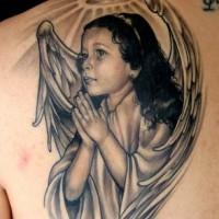eccezionale realistico ragazza cherubino con nimbo tatuaggio sulla scapola