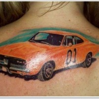 eccezionale macchina rossa tatuaggio sulla schiena