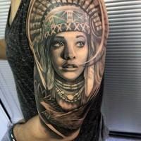 Tolles sehr realistisch aussehendes farbiges 3D Porträt mit indianischer Frau Tattoo an der Schulter mit fliegendem Adler