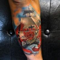 bellissimo colorato piccola barca su onde con fiori tatuaggio su braccio