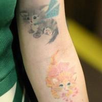bellissimo piccolo gatto divertente avambraccio tatuaggio