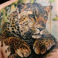bellissimo leopardo tatuaggio sulla scapola