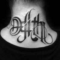 Schön aussehendes schwarzes Hals Tattoo mit mystischer Beschriftung