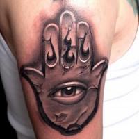 grande inchiostro nero culto stile mistico mano con occhio tatuaggio su spalla