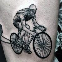 eccezionale ciclista d'epoca inchiostro nero tatuaggio su coscia