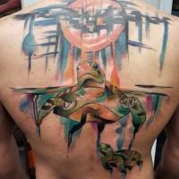 Große bunte große Schildkröte Tattoo am Rücken