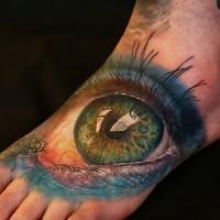 grande occhio verde truccato tatuaggio su piede da Cris Gherman