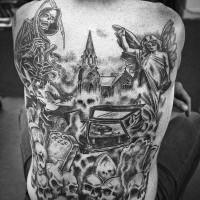 Tatuaje en la espalda, parca con guadaña, estatua y montón de cráneos