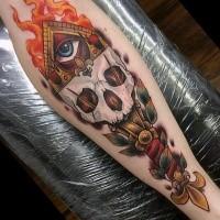 Großes im illustrativen Stil farbiges Bein Tattoo des menschlichen Schädels in der Form von Fackel mit mystischem Auge