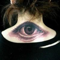 grande occhio realistico sulla nuca di ragazza