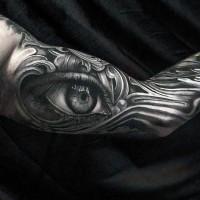 grande realistico nero e bianco occhio tatuaggio avambraccio