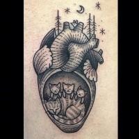 grande semplice dipinto inchiostro nero cuore con famiglia di volpe tatuaggio