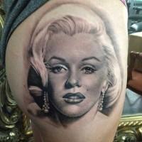 Tatuaje de  Marilyn Monroe hermosa excelente muy realista