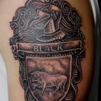 nero stemma di famiglia con toro tatuaggio a mezza manica