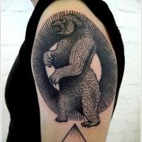 Tatuaggio stilizzato sul deltoide l'orso nero