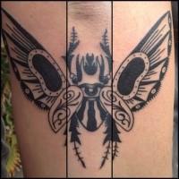 Schwarzes schön aussehendes Unterarm Tattoo mit großem Käfer