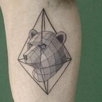 Tinteschwarzer Bizeps Tattoo des Bärenkopfes mit Rhombus