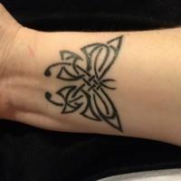 inchiostro nero farfalla celtica tatuaggio disegno