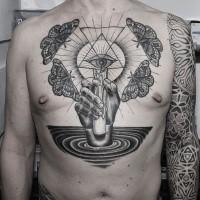 Schwarzes Brust Tattoo des mystischen Auges mit Schmetterlingen und Hand
