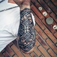 Black ink forearm tattoo of Celtic knot
