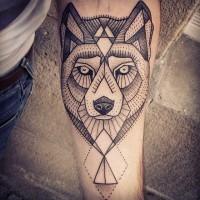 lupo geometrica inchiostro nero tatuaggio sul braccio