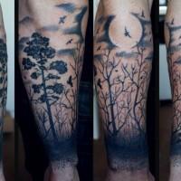 luna e foresta scura inchiostro nero tatuaggio sul braccio