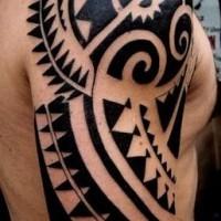 inchiostro nero polinesiano tatuaggio a mezza manica