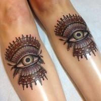 Tatuaggio in stile tribale due occhi