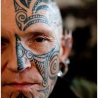 tribale nero su meta  faccia tatuaggio