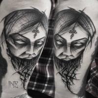 Blackwork estilo increíble aspecto brazo tatuaje de mujer máscara por Inez Janiak