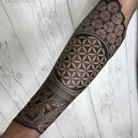 Tatuaggio per avambraccio dipinto di bello stile Blackwork con bella decorazione floreale