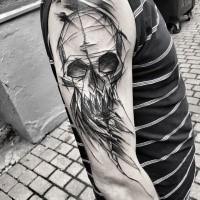 Stile blackwork dipinto dal tatuaggio del braccio demoniaco di Inez Janiak