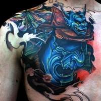 Tatuaggio colorato sul petto il demone giapponese blu