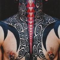mozzafiato multicolore tribale ornamento tatuaggio su collo e petto