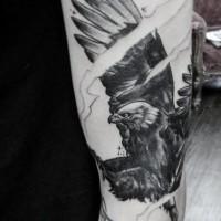 brillante disegno nero e bianco aquila tatuaggio su braccio