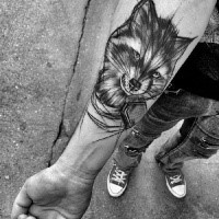 Cartone animato come schizzo del tatuaggio a inchiostro nero dipinto da Inez Janiak del procione