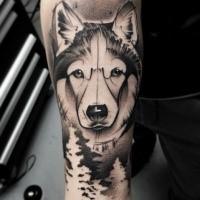 Tatuaje de antebrazo de tinta negra estilo dibujos animados de retrato de lobo grande
