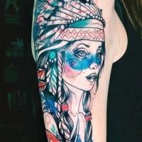 Karikaturstil farbiger Oberarm Tattoo der Indianische Frau mit Kopfbedeckung