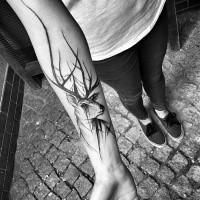 Tatuaggio con avambraccio a inchiostro nero a tema cartoon di cervi in lacrime di Inez Janiak