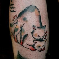 Tatuaggio curioso sulla gamba l'amore dei gatti