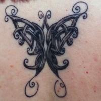 farfalla celtica tatuaggio con ombre su schiena
