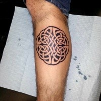 Celtic style black and white leg tattoo fo cool looking knot