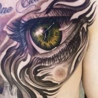 Tatuaggio impressionante sul corpo l'occhio grande