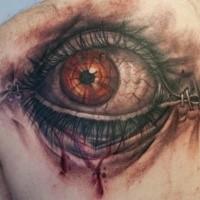 Farbiges im 3D Stil realistisch aussehendes menschliches Auge Tattoo am Rücken