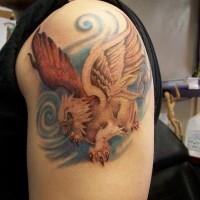 Farbiges Greif Tattoo auf der Schulter
