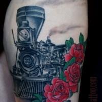 Tatuaggio commemorativo colorato della coscia del treno a vapore con le rose