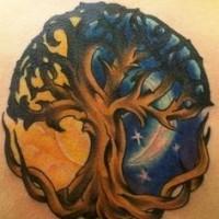 colorato sole con  luna e albero tatuaggio