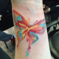 Tatouage coloré de style aquarelle pour les filles