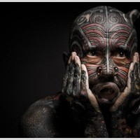 colorato faccia incredibile tatuaggio per uomo