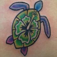 tartaruga colorata con fiore tatuaggio